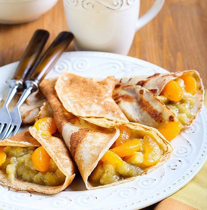 Pancakes with bananas and tangerines